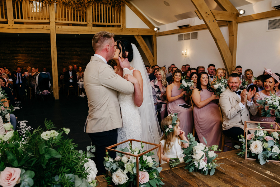 First Kiss, Mythe Barn Wedding, Ed Brown Photography