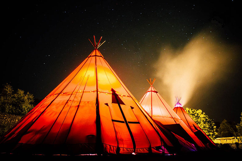 Greet the light in cosy tents on your Yultide wedding! Fjell Event Tipis