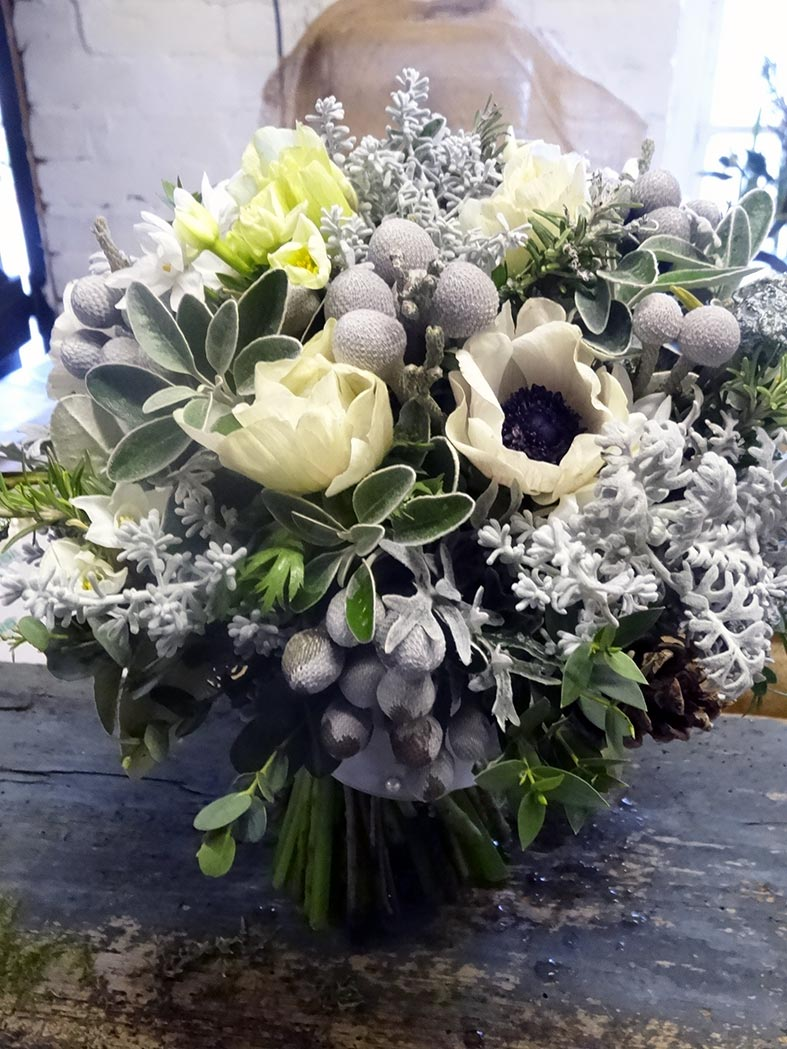 the guide: sumptuous winter wedding flowers