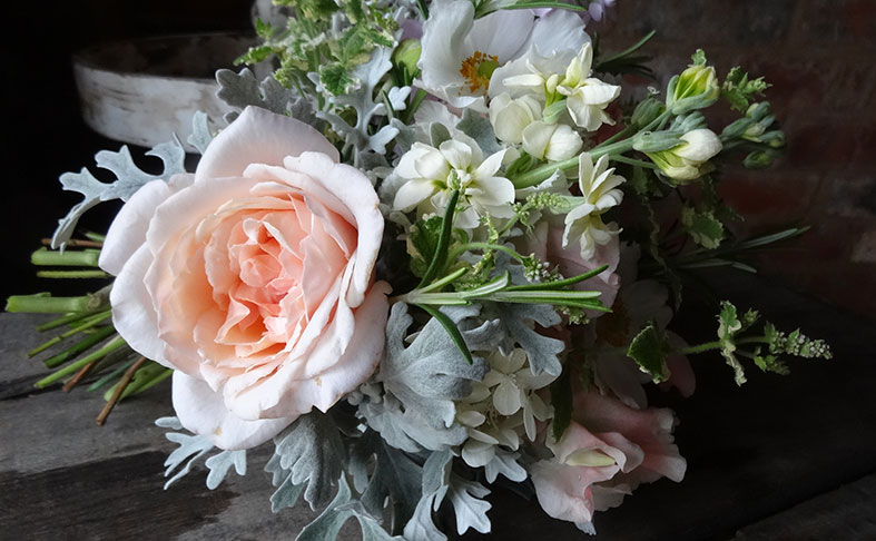 FLOWERS: Why you should choose seasonal and English flowers for your wedding