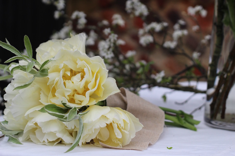 Beautiful, natural wedding flowers that relect the spring season