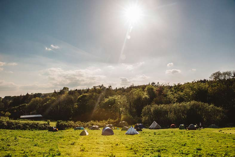 Image: Oxi Photography - Wedding guests camp in the field for the whole weekend