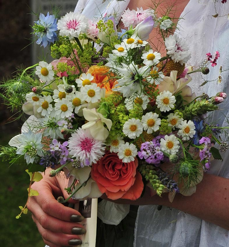Natural bridal bouquet by Wild and Wondrous