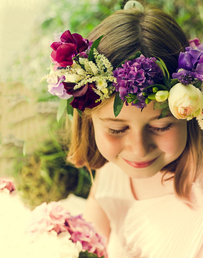 How adorable - a flower girls crown by Mariposa Floristry