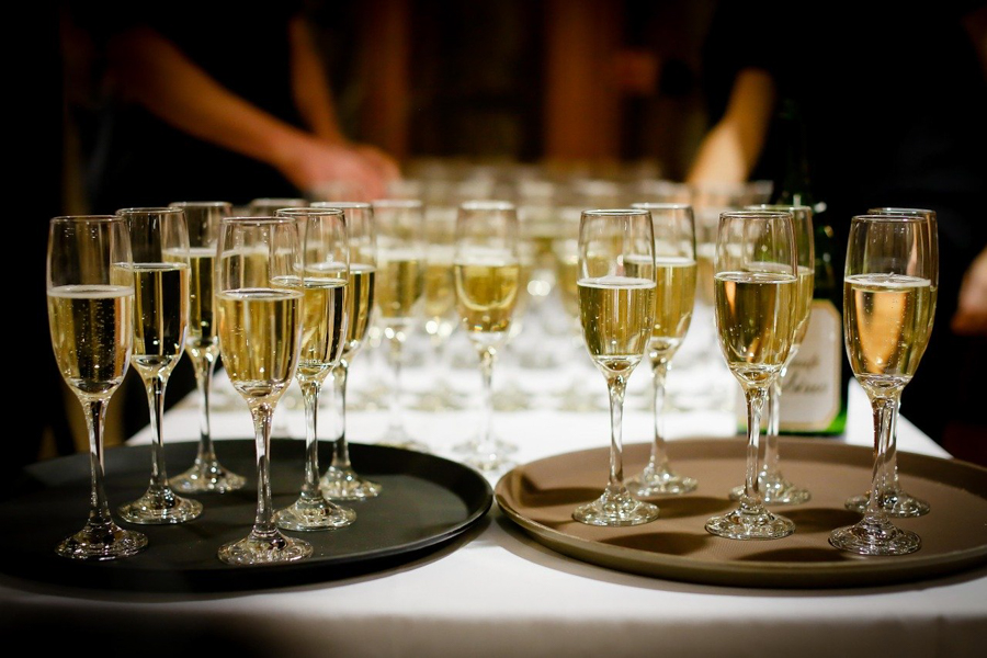 ADVICE - How To Stock A Wedding Reception Bar For Minimum Waste And Maximum Enjoyment!