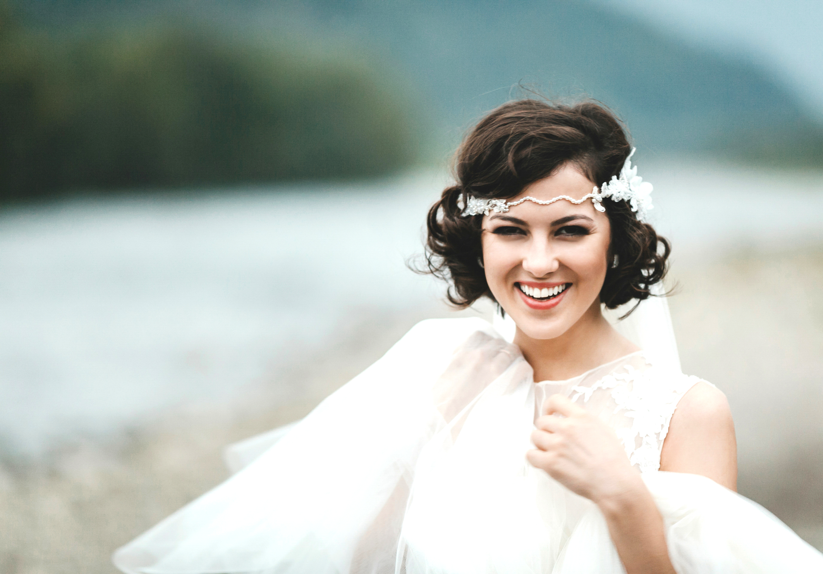 Bride with hair accessory and veil